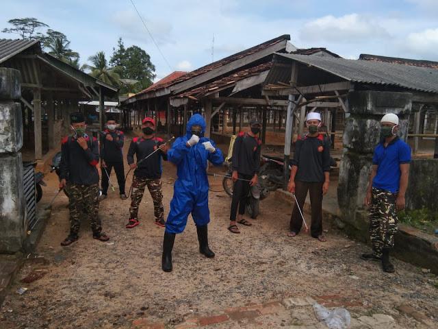 Nyatakan Perang Kepada Covid-19, PAC GP Ansor Kecamatan Bumi Agung Semprot Disinfektan