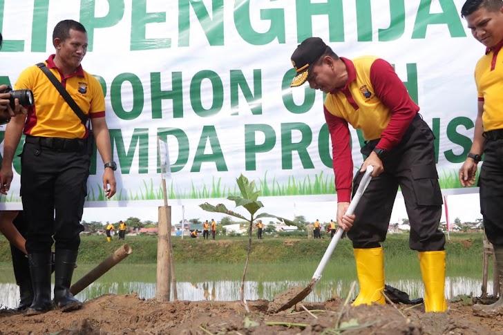 Kapolda Sulsel dan Para PJU Dukung Program Kapolri Dengan Menanam Puluhan Ribu Pohon
