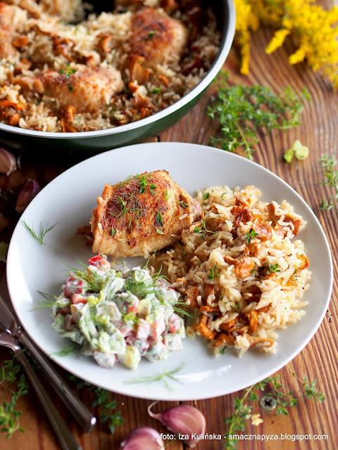 kawalki kurczaka, z ryzem, z kurkami, z grzybami, kurczak duszony, obiad, danie jednogarnkowe, mieso, udka kurczaka, udziki
