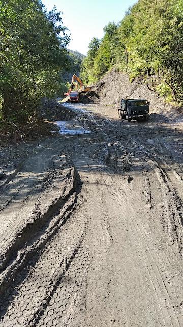 дорожные работы в горах Грузии