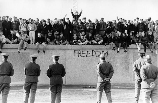 berlin-wall-reference-548158715.jpg