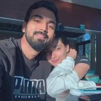 के.एल. राहुल अपनी गर्लफ्रेंड अथिया शेट्टी के साथ