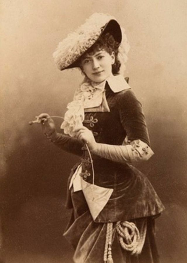 37 Lovely Portraits of Victorian Teenage Girls From