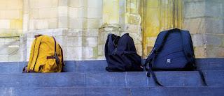 Το πρόβλημα είναι «η τσάντα στο σχολείο» ή το περιεχόμενο της τσάντας;