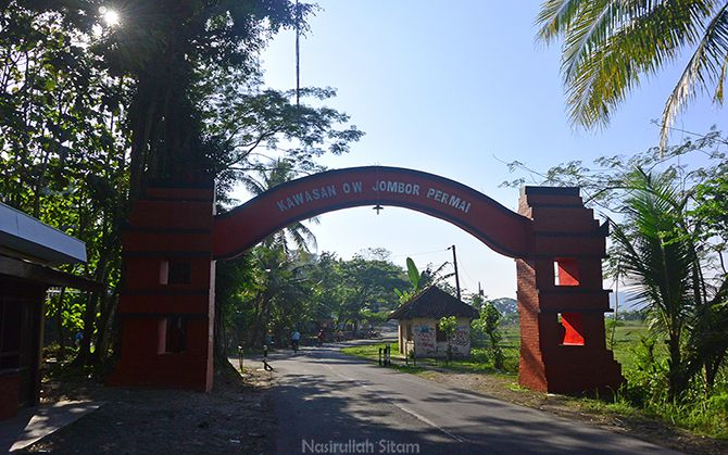 Gapura kawasan Rowo Jombor