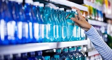Água engarrafada contendo micropartículas de plásticos tóxicos: Será que as seringas de plástico também?