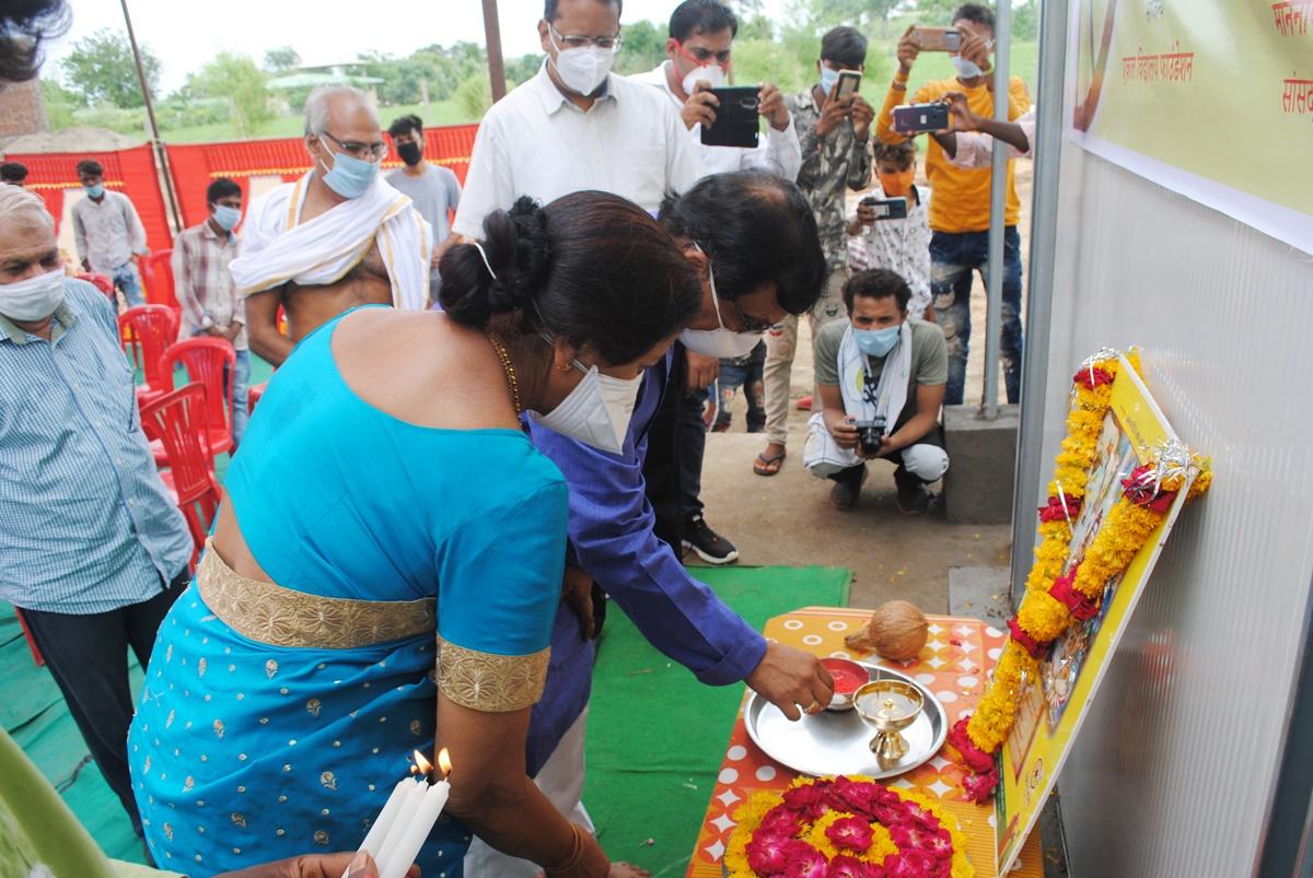 सांसद डामोर द्वारा ग्राम धरमपुरी में स्थित शिवगंगा परिसर में  सोलर कोल्ड स्टोरेज का लोकार्पण