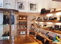 projeto arquitetura expositores calçados loja masculino feminino mr cat icarai