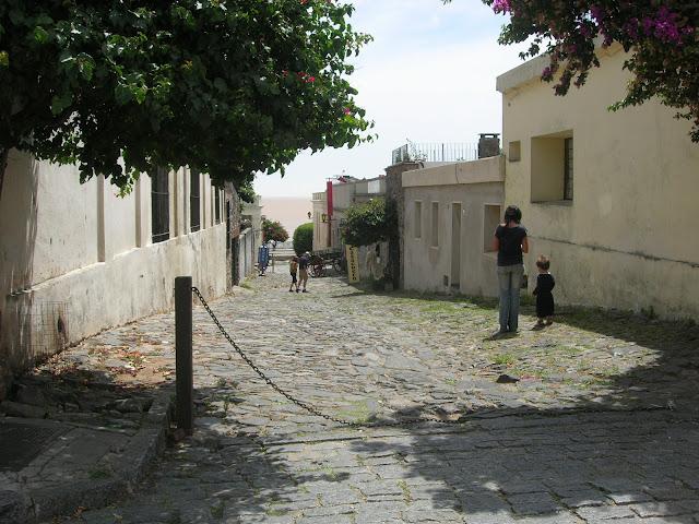Rua de estilo português em Colonia del Sacramento - Uruguai