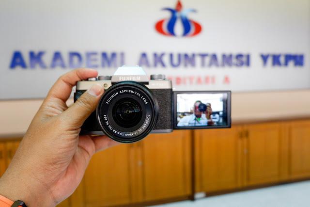 Review Kamera Mirrorless Fujifilm X-T100: Kamera Terbaik untuk Blogger