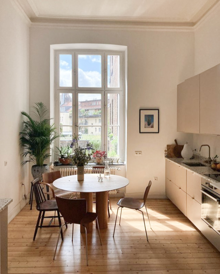 A Relaxed 19th century Apartment Full of Vintage Finds