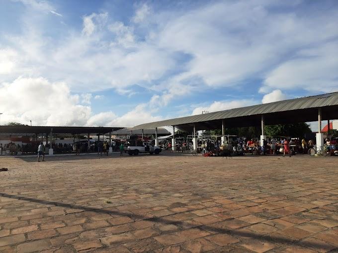 Feira livre de Novo Paraíso tem movimento reduzido após restrições