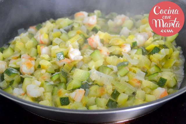 Gratinado de calabacín, gambas o langostinos, cebolla o ajo puerro, receta, gratén, cocina con marta, fácil, rápido, dieta, light, verduras, gratinadas