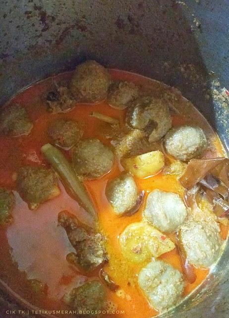 Gulai kambing dan meatball