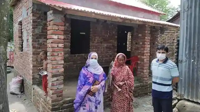 বকশীগঞ্জে প্রধানমন্ত্রীর উপহারের ঘর নির্মাণ পরিদর্শনে ইউএনও লিজা