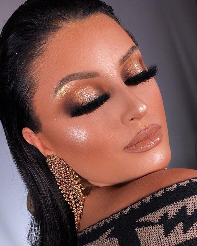 Maquiagem - sombra dourada com glitter