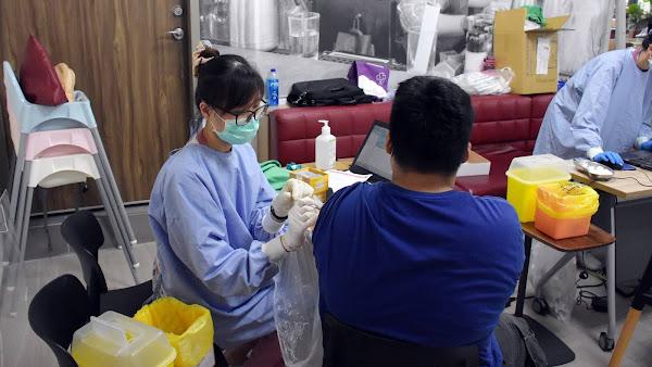 彰化批發市場造冊開打疫苗 關心視察秀傳醫院接種站