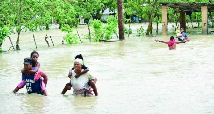 Dos muertos, un desaparecido y más de 16 mil desplazados por el huracán María
