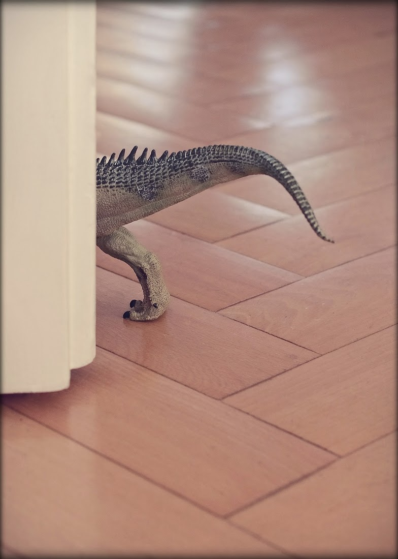 10-Dinosaur-Bettina-Güber-Unusual-Miniature-Animal-Pets-Photography-www-designstack-co