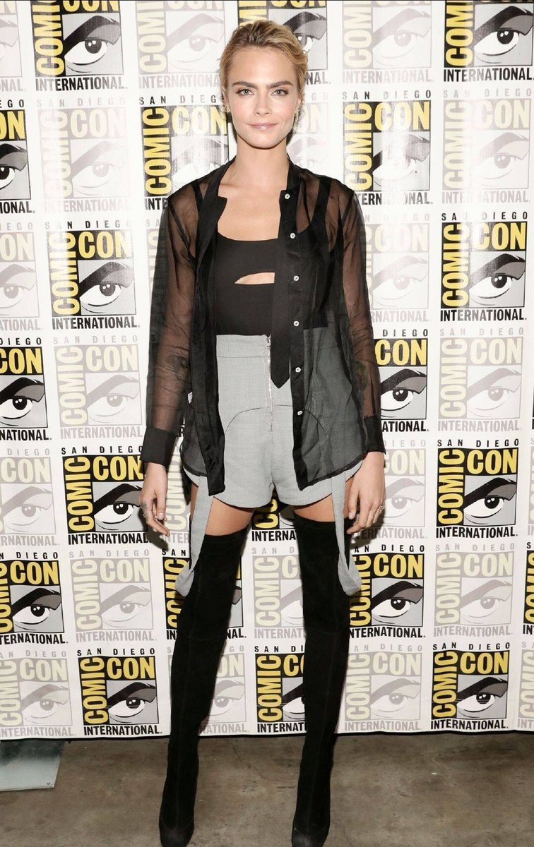 Cara Delevingne sizzles in thigh-high boots at the 2019 Comic-Con