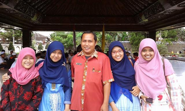 Bersama Tour Guide Makam Bung Karno