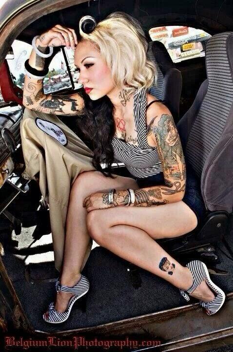chicas pin up con tatuajes
