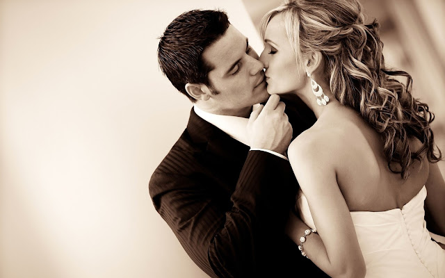 Romantic Kiss Pictures