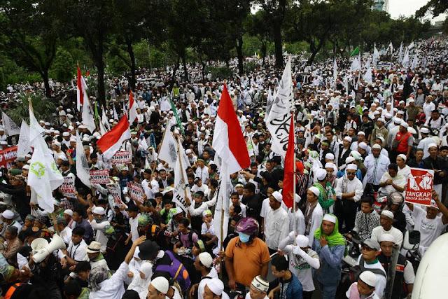 Biadab, Masa Aksi 112 Pukul dan Ludahi Wartawan MetroTv dan Global TV