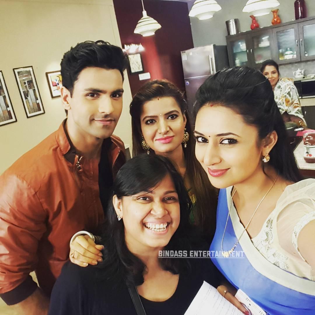 divyanka tripathi family 4