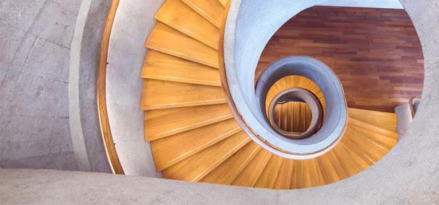 Desain tangga hemat ruang