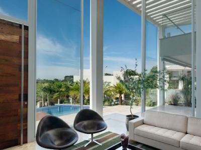 Desain Rumah Minimalis Modern Dengan Kombinasi Banyak Kaca