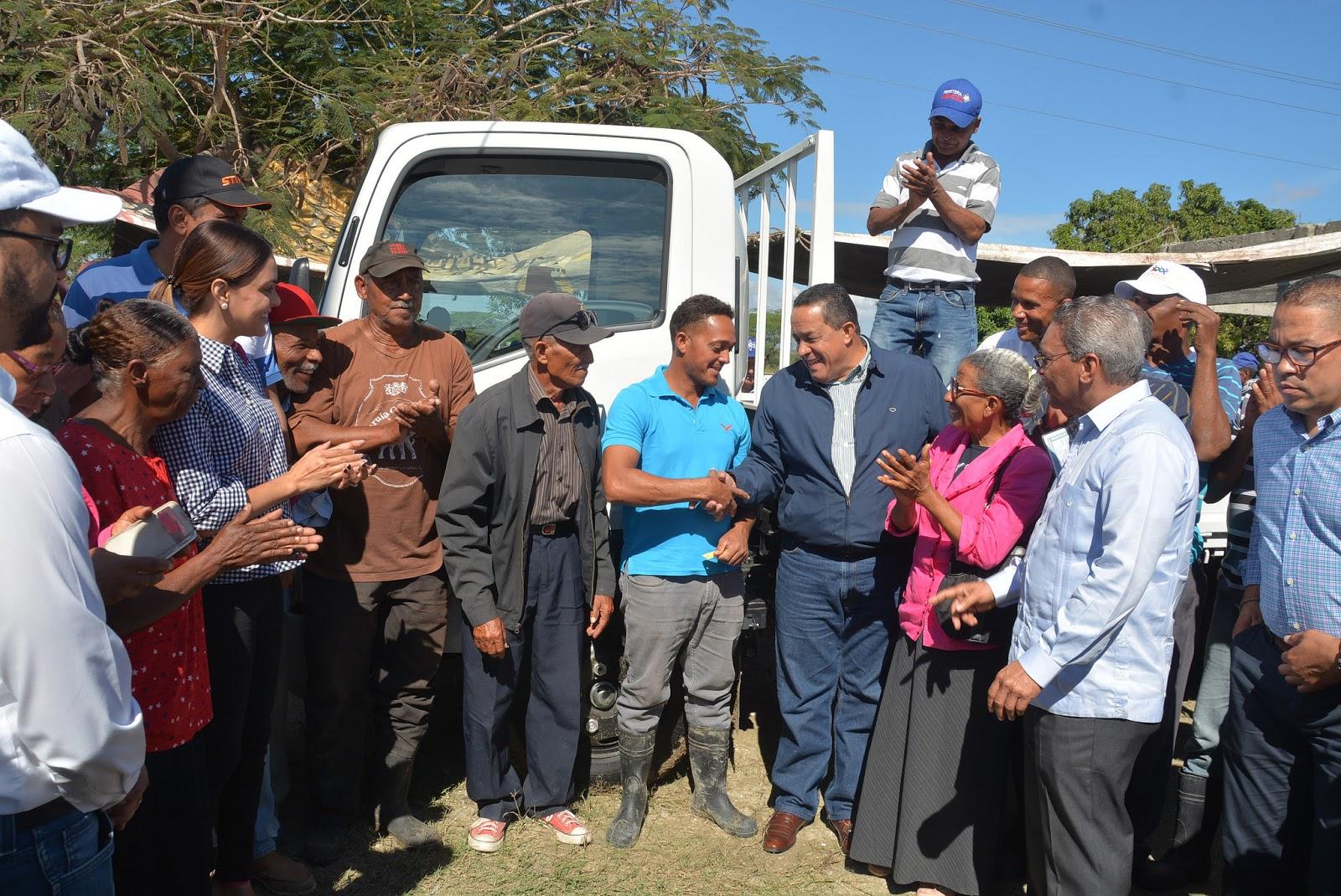 Compromiso cumplido: agricultores sureños reciben camión y tractor