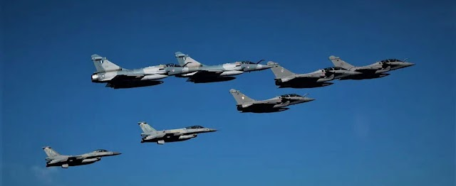 Η επιστροφή των γαλλικών RAFALE στο FIR Αθηνών, η συνάντηση με τα «μπλε φτερά» και η «Mavi Vatan»