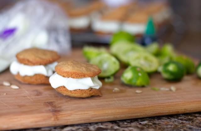 Key Lime Pie Sandwich Cookies #desserts #cookies