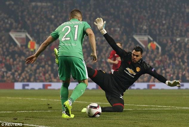 Klopp đang ước Liverpool có Romero 3
