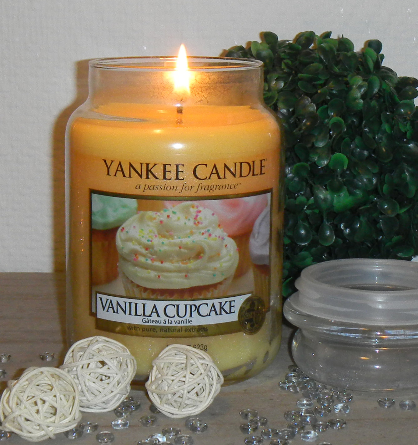 life and stuff country candle vs yankee candle vanilla cupcake review. Black Bedroom Furniture Sets. Home Design Ideas