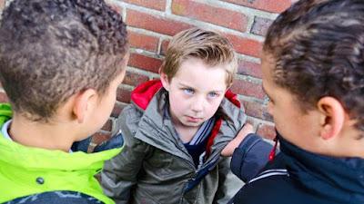Melawan bullying [esai edukasi]