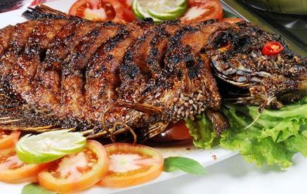 Aneka hidangan dengan materi utama ikan air tawar memang yummy Resep Membuat Ikan Bakar Gurame Sederhana Lezat
