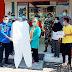 Anggota DPRD Pasaman, Ahmad  Khadafi serahkan Alat Pelindung Diri (APD) ke Petugas Medis Khusus menangani Covid-19.
