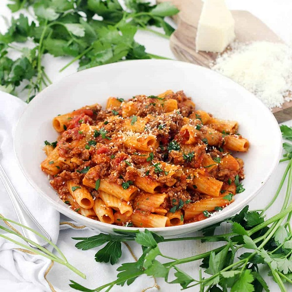 Five-Ingredient Pasta With Bolognese Sauce