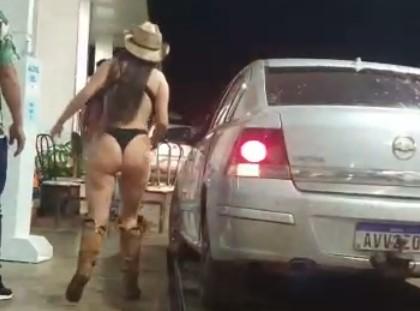 Se a moda pega: Mulher é flagrada só de calcinha e sutiã em posto de gasolina em Laranjeiras do Sul