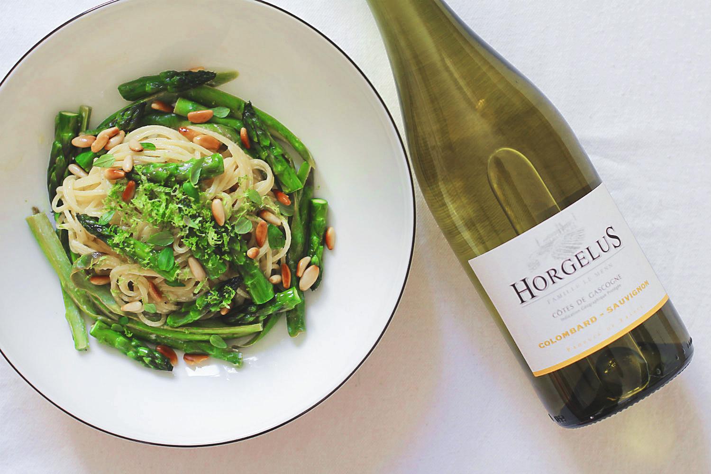 Spargel und Wein: Spaghetti mit Grünem Spargel, Limette, Ricotta, Thymian und gerösteten Pinienkernen | Arthurs Tochter kocht. Der Blog für Food, Wine, Travel & Love von Astrid Paul