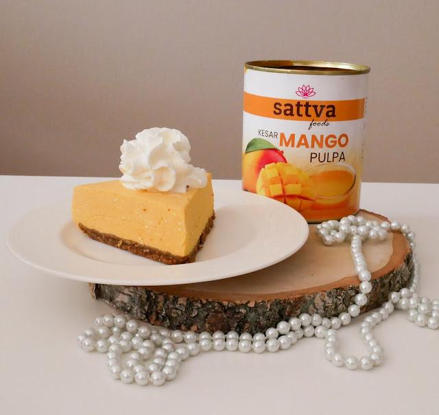 Sernik bez pieczenia z dodatkiem pulpy mango od Sattva Foods