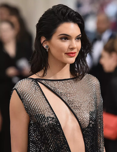 Artis Model Wanita Tercantik Terseksi Super Hot di Dunia
