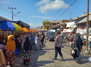 Patroli Pasar Sudu Kapolsek Alla Memberikan Himbauan Kamtibmas Dan Prokes Kepada Masyarakat