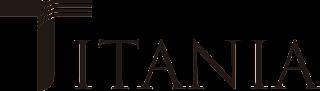 """Logotipo editorial titania. Es muy simple, está escrito Titania con letras finas y estilizadas. La letra """"T"""" inicial es más grande y tiene la parte superior a rayas en lugar de ser todo un bloque negro"""