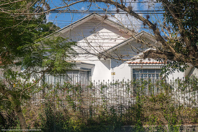 Casa na Rua Paraguassu, com ornamentos de ferro na fachada