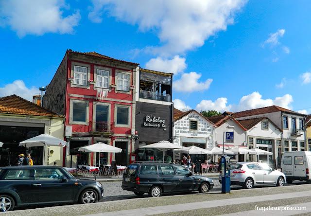 Restaurantes no cais de Vila Nova de Gaia, Portugal