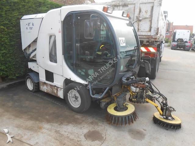 مكنسة الشوارع والطرق الكبيرة   nilfisk rs1301  الالمانية    nilfisk Model rs 1301 Compact Street Sweeper , Diesel Engine; Joystick Control; Enclosed Built In Technically advanced for greater efficiency   Washer. INTELLIGENT DESIGN FOR MODERN CITY CLEANING.