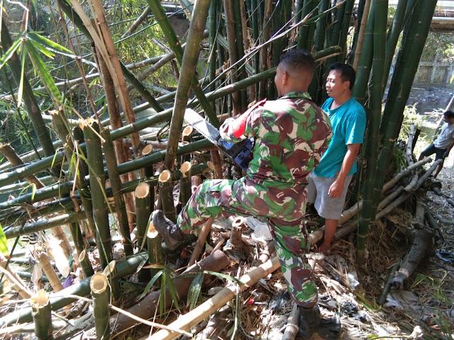 Antisipasi Banjir Babinsa Ceper Dan Warga Kerja Bakti Bersihkan Aliran Sungai
